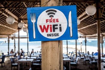 ways to get free internet at restaurants